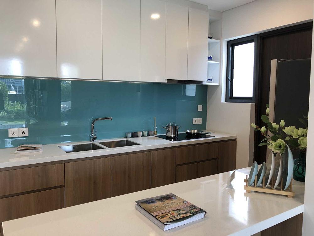 Phòng bếp căn hộ One Verandah 81m2 - Ảnh chụp từ Iphone X
