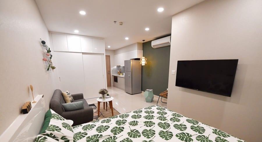 Nội thất của căn hộ được chọn có tông màu nhẹ nhàng, tươi sáng, khiến diện tích chỉ 28 m2 nhưng cho cảm giác căn hộ khá rộng.