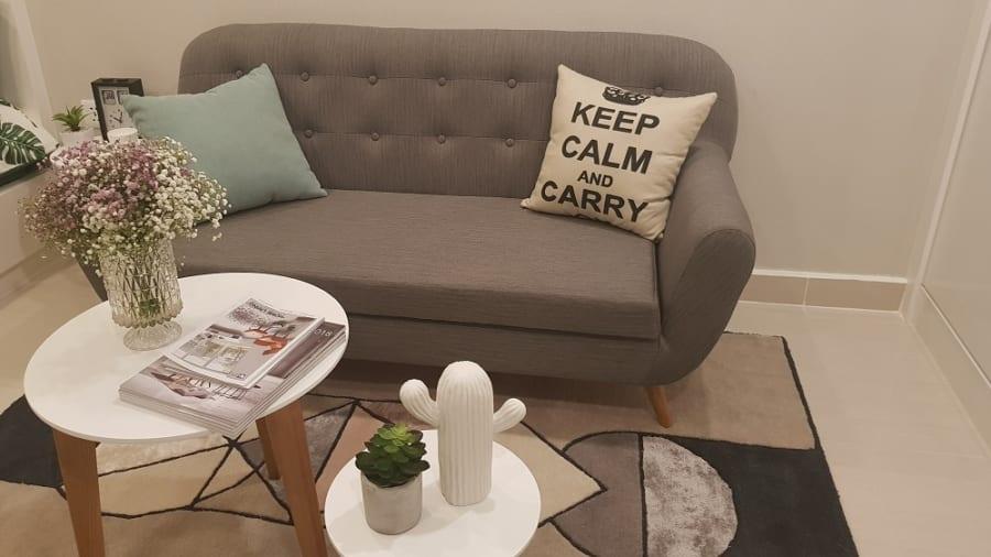 Các chi tiết trang trí nhỏ và đơn giản được đưa vào không gian căn hộ giúp xóa đi khoảng trống đơn điệu và tạo thêm màu sắc sinh động