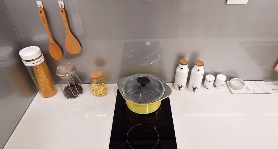 Khu bếp được thiết kế gọn gàng, tiện nghi.