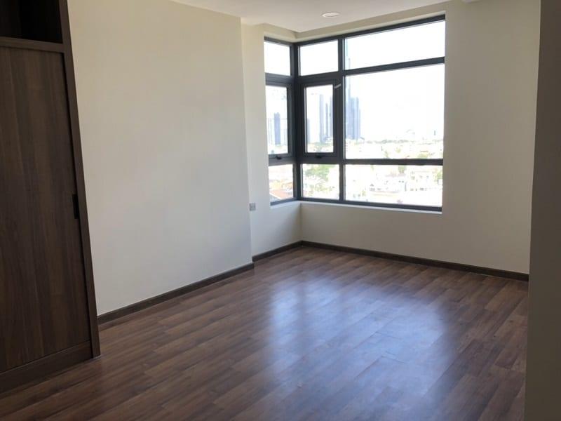 Hình ảnh căn hộ De Capella Q2 thực tế bàn giao với sàn gỗ cao cấp.