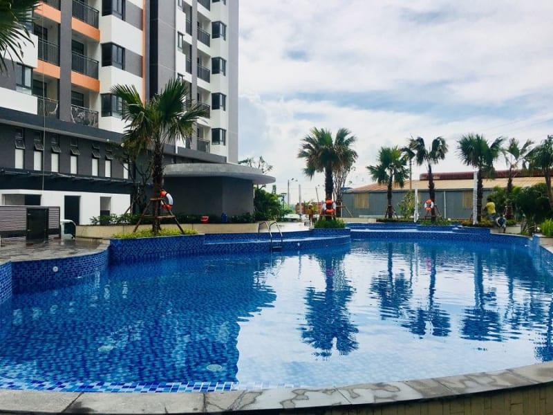 Hồ bơi hoàn thiện bên trong nội khu căn hộ Him Lam Phú An