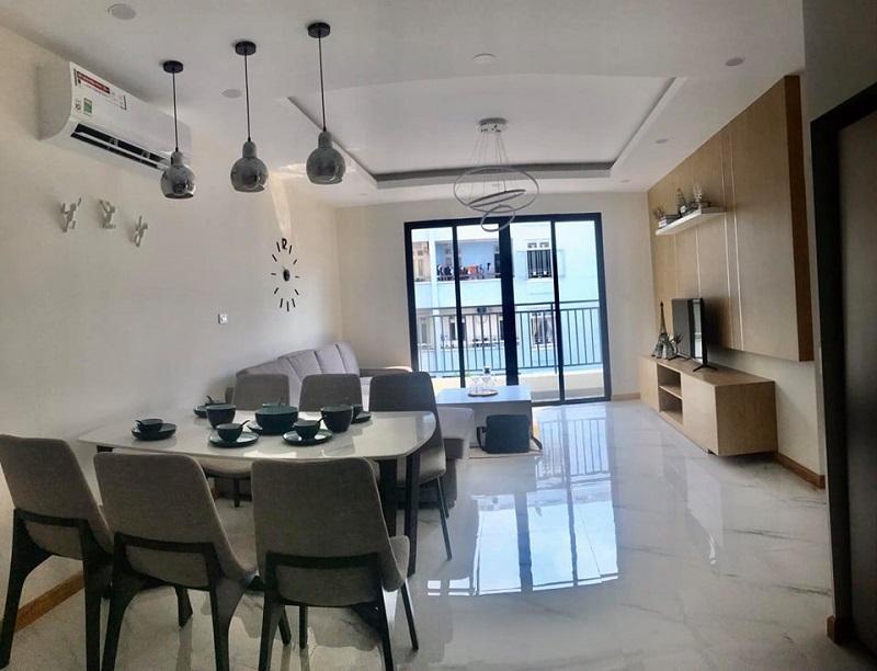 Thiết kế phòng ăn và phòng khách đảm bảo sự thông thoáng và tiện nghi cho sinh hoạt gia đình.