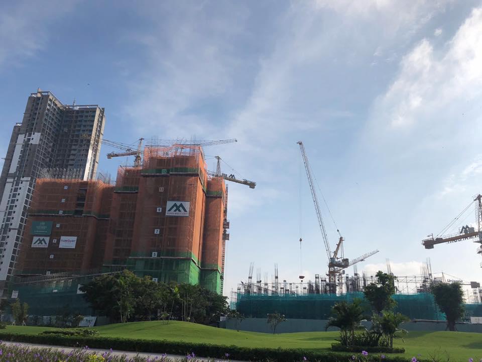 Tòa M2 hiện đã hoàn thành đến tầng 5.
