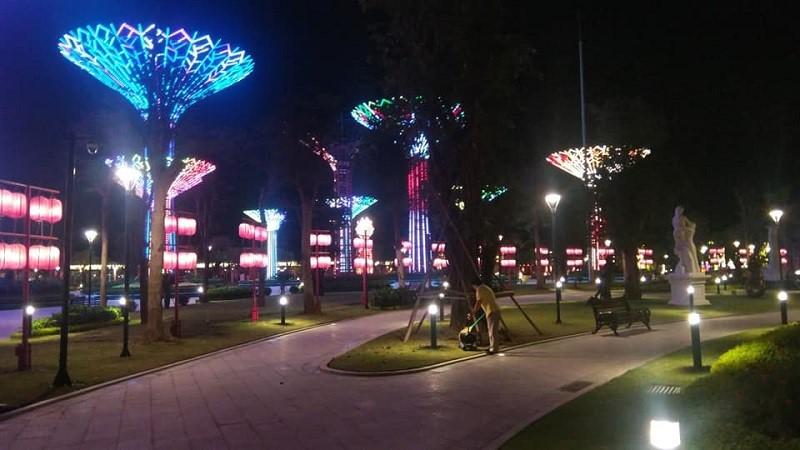 Hình ảnh thực tế công viên ánh sáng Grand Forest về đêm