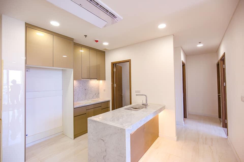 Không gian phòng bếp trong căn hộ Kingdom 101